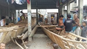 Badjao men working on their boats (